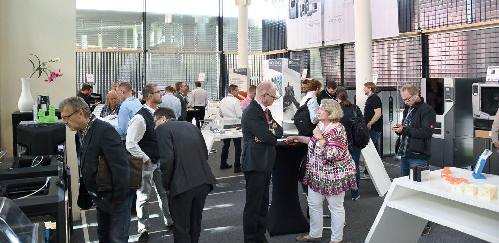 Blick in den Ausstellungsraum der additiva 2019